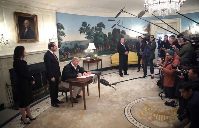 Trump approva piano da 8.3 miliardi di dollari per affrontare emergenza coronavirus