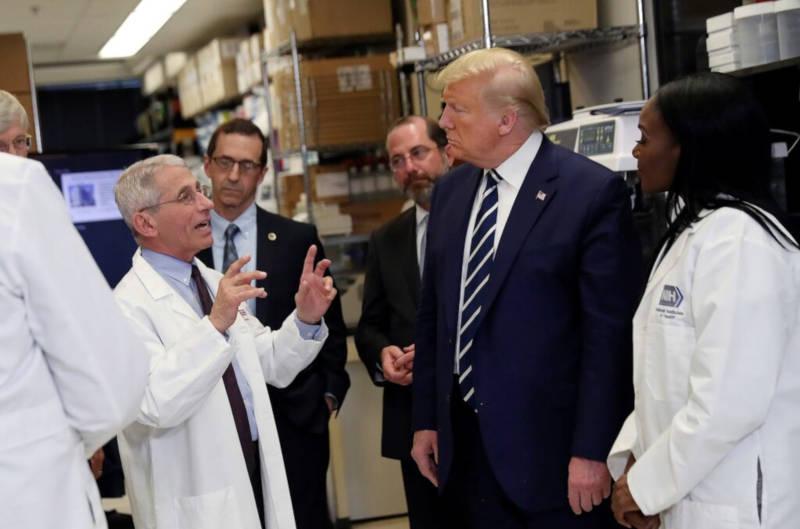 Trump approva il piano da 8,3 miliardi di dollari per combattere il coronavirus